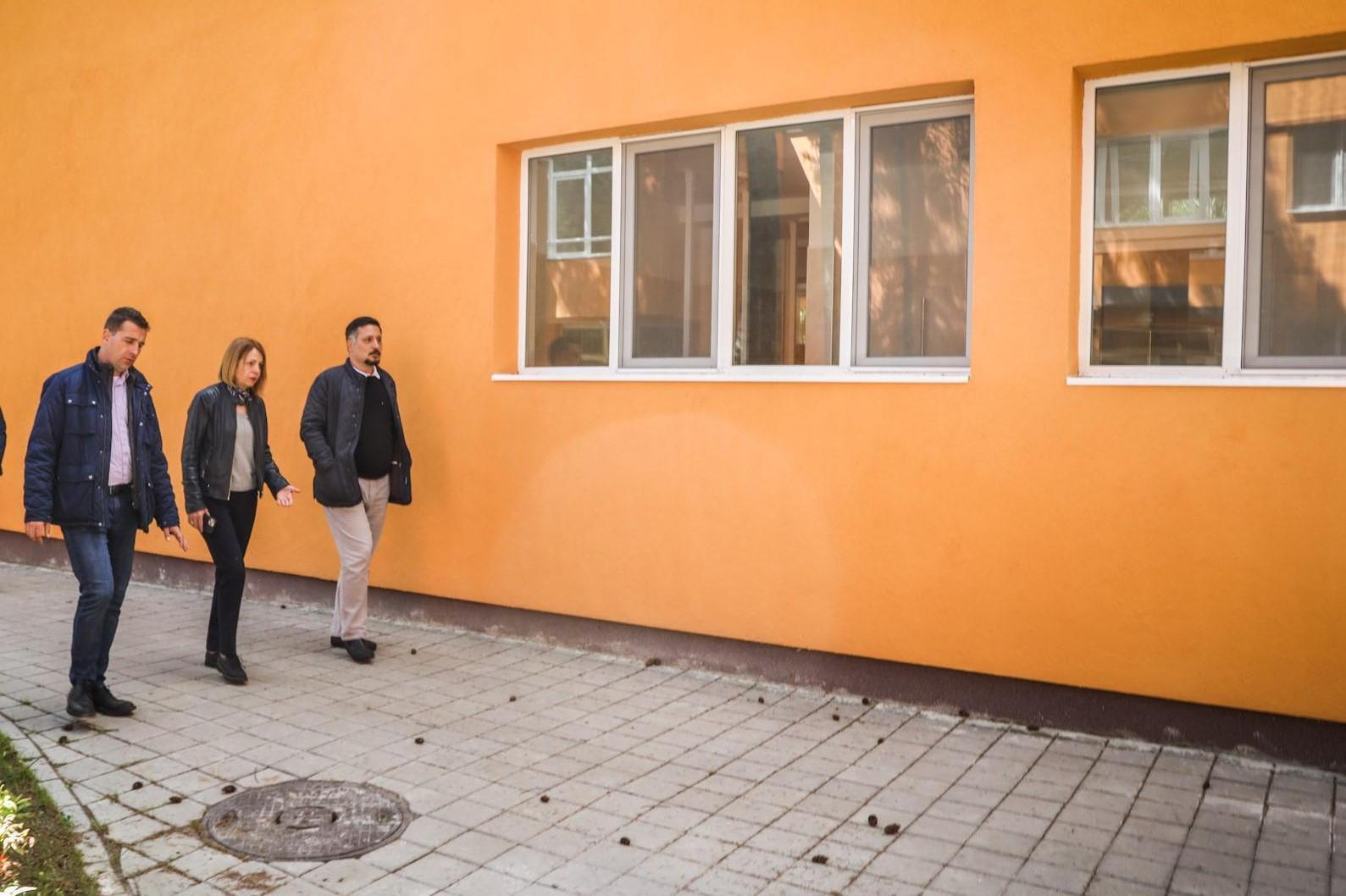 """Кметът на София провери реконструираната ДГ №30 """"Радецки"""" в """"Изгрев"""" (СНИМК"""
