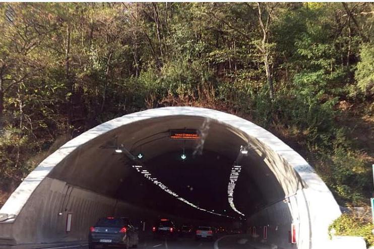 """Движението в тунел """"Ечемишка"""" посока София е ограничено"""