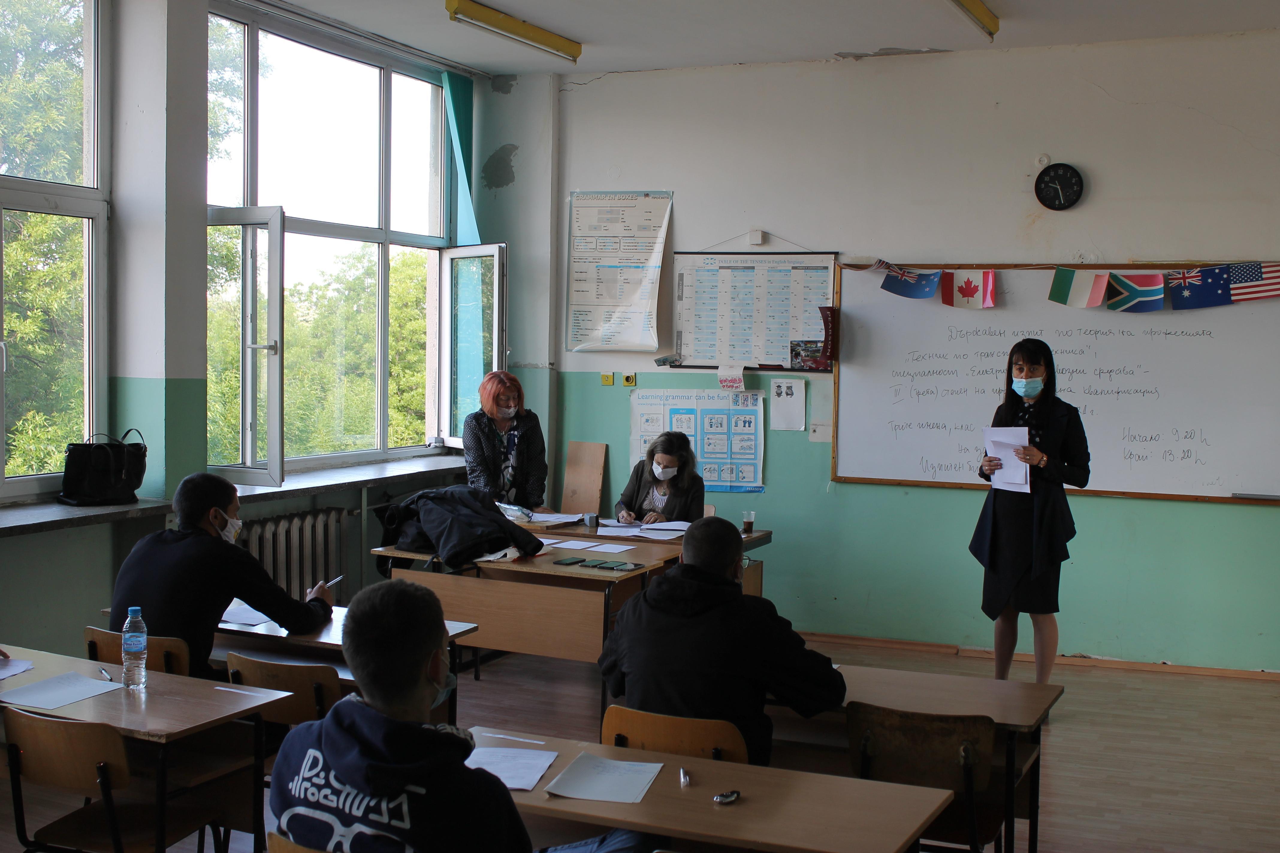 В София и страната: В 394 училища се провежда изпит за професионална квалиф