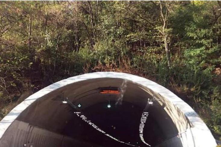 """Движението в тунел """"Ечемишка"""" към  София от км 41+580 до км 42+892 е ограни"""