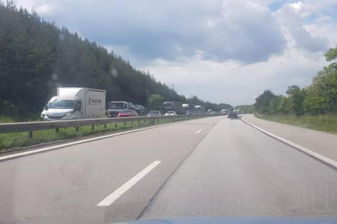 """Катастрофа блокира тунела """"Траянови врата"""" на АМ """"Тракия"""" (СНИМКИ)"""
