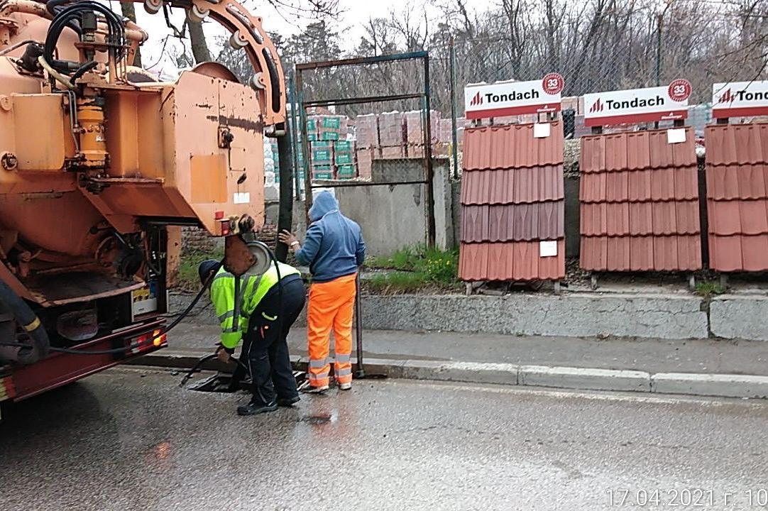 """Почистват дъждоприемни шахти в """"Слатина"""", """"Подуяне"""" и """"Изгрев"""" (СНИМКИ)"""
