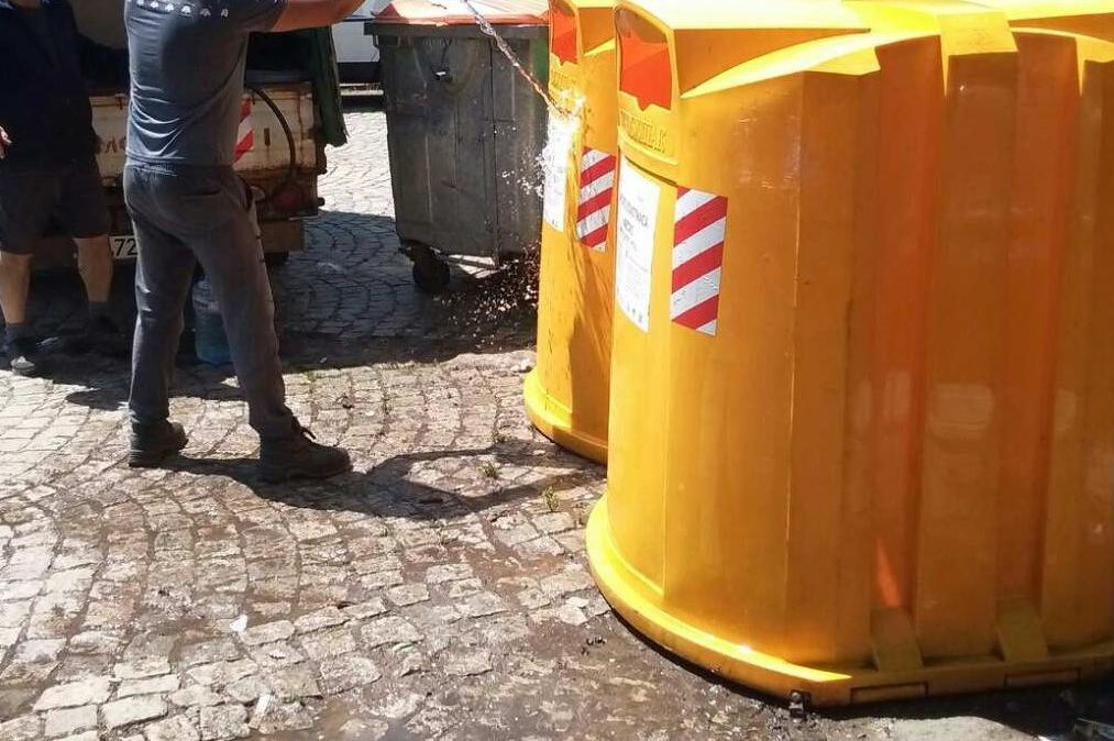 В София дезинфекцират контейнерите за разделно събиране