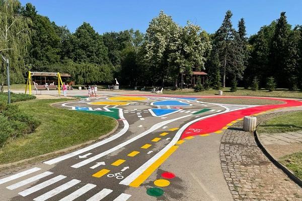 В Южния парк откриха детска площадка за обучение по пътна безопасност