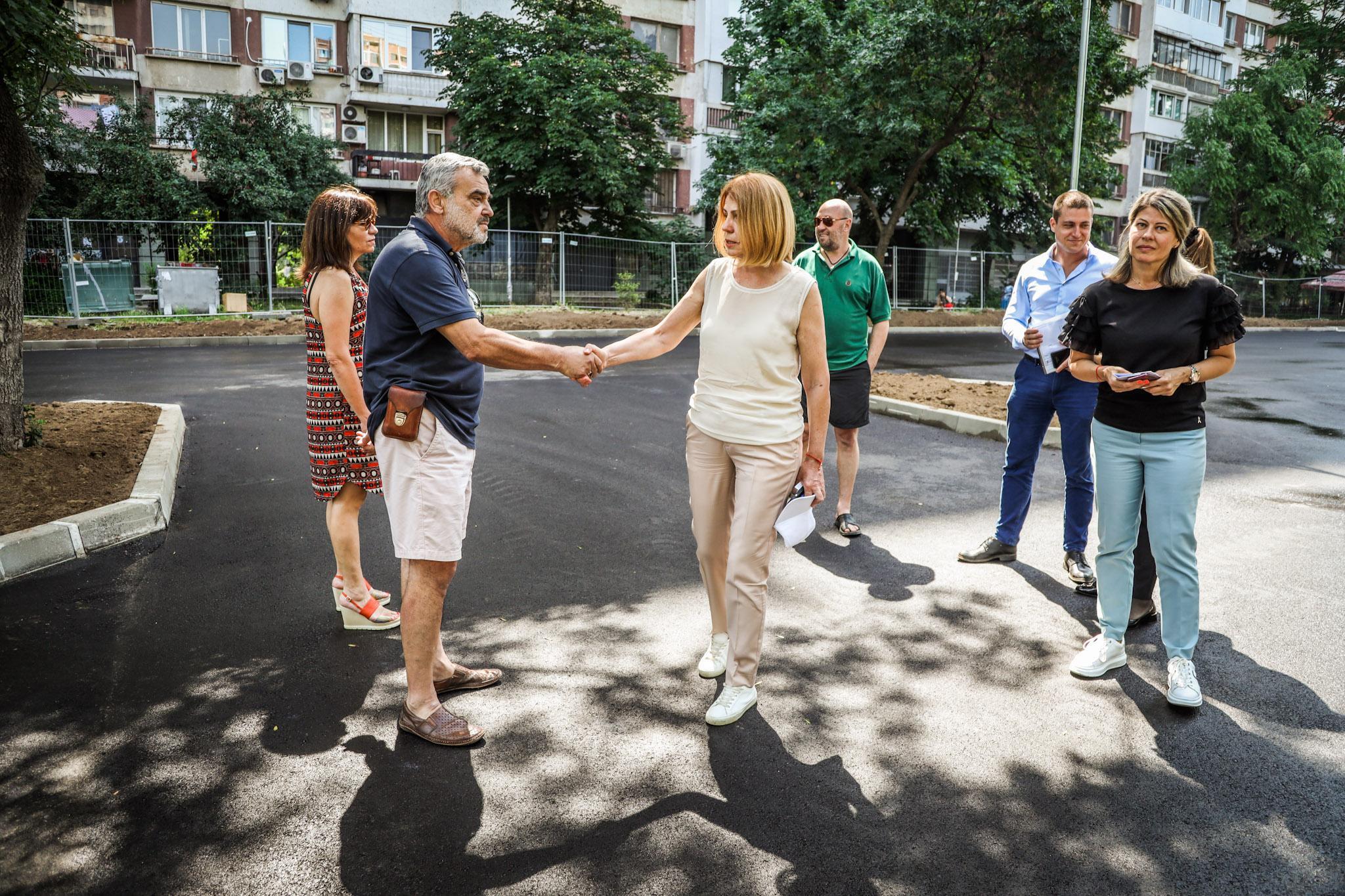 """Кметът на София провери изграждането на открит паркинг във """"Възраждане"""" (СН"""