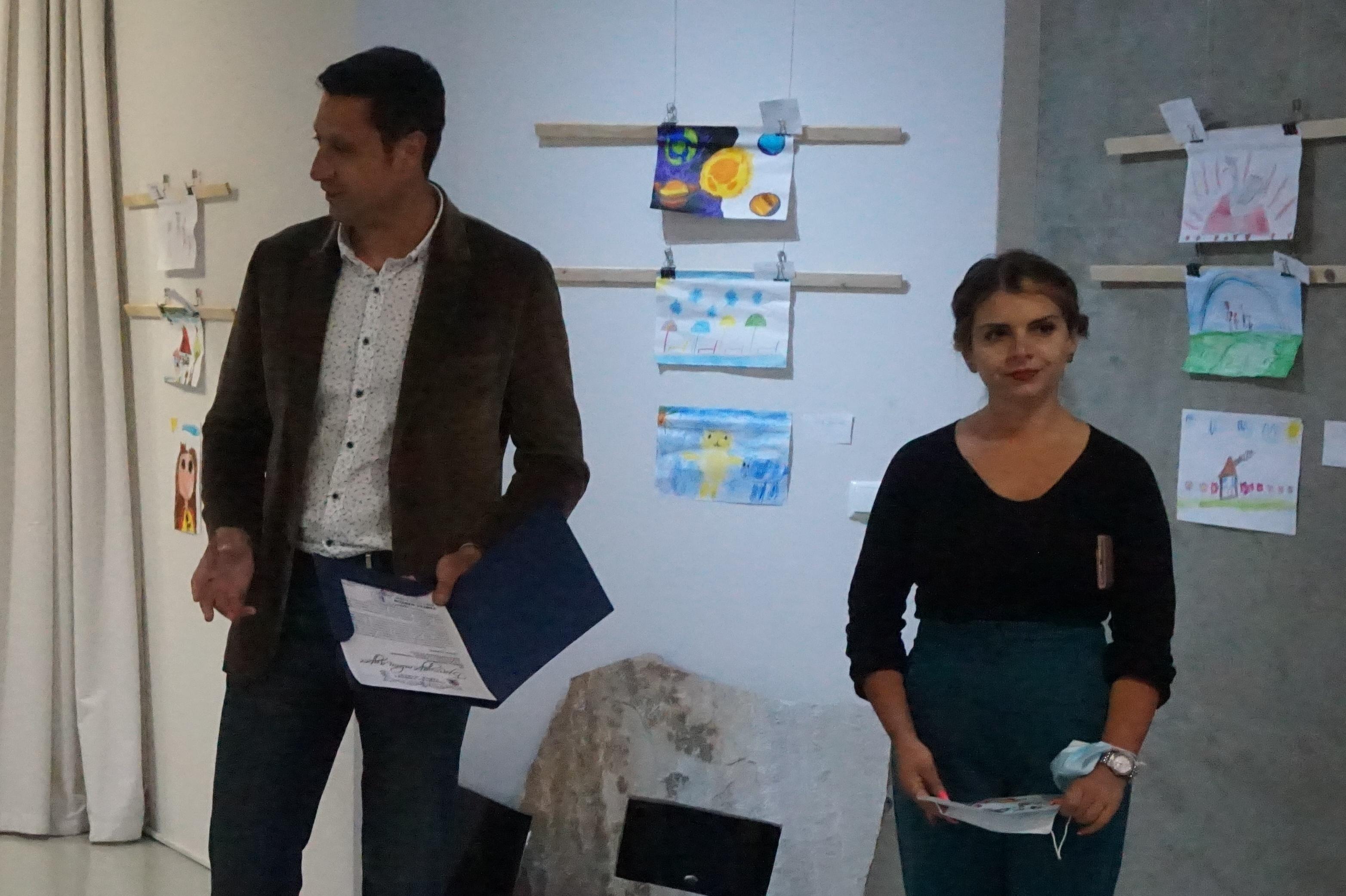 """130 деца с рисунки в """"Детство мое"""" в Арт център Банкя"""