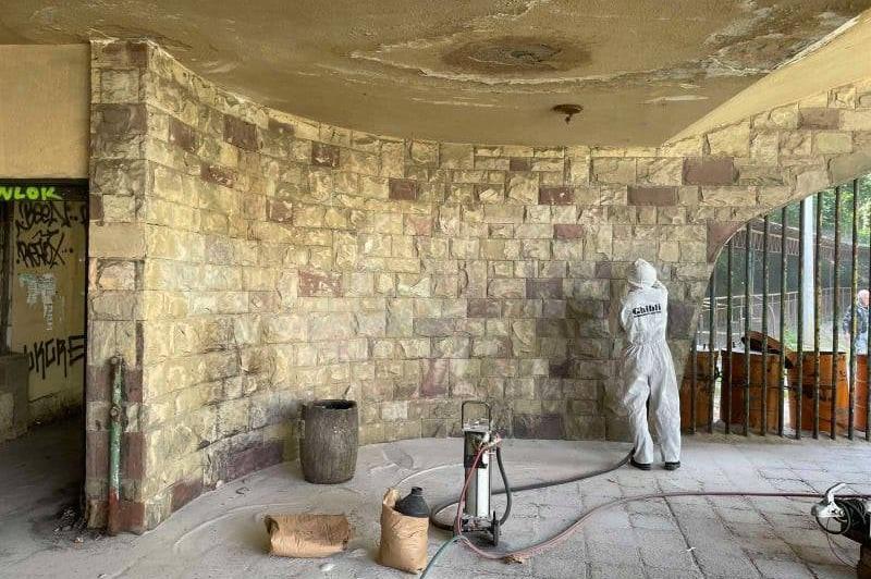 """Изчистиха от графити спирката на петицата в """"Княжево"""", предстои и ремонт"""