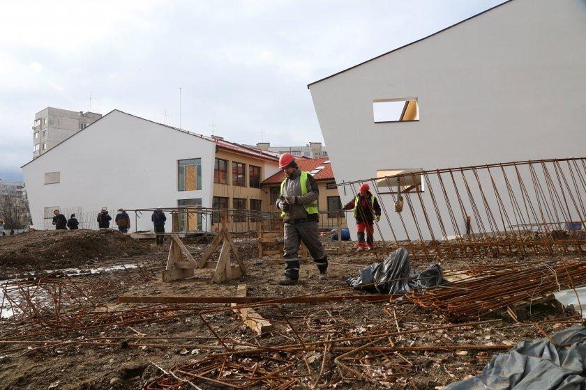 Приключи строителството на нова градина в Овча купел 1, работят по площадки