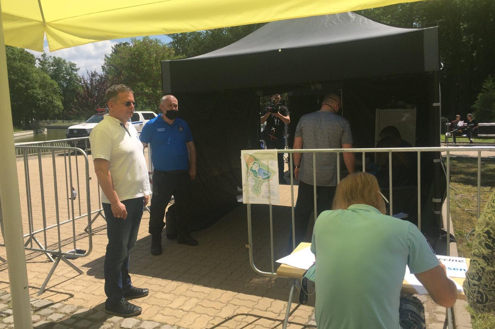Ваксинираните в София вече са 427 502, продължава кампанията в столичните п