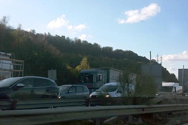 Взривове за магистрала Европа пак затварят пътя Калотина - Драгоман