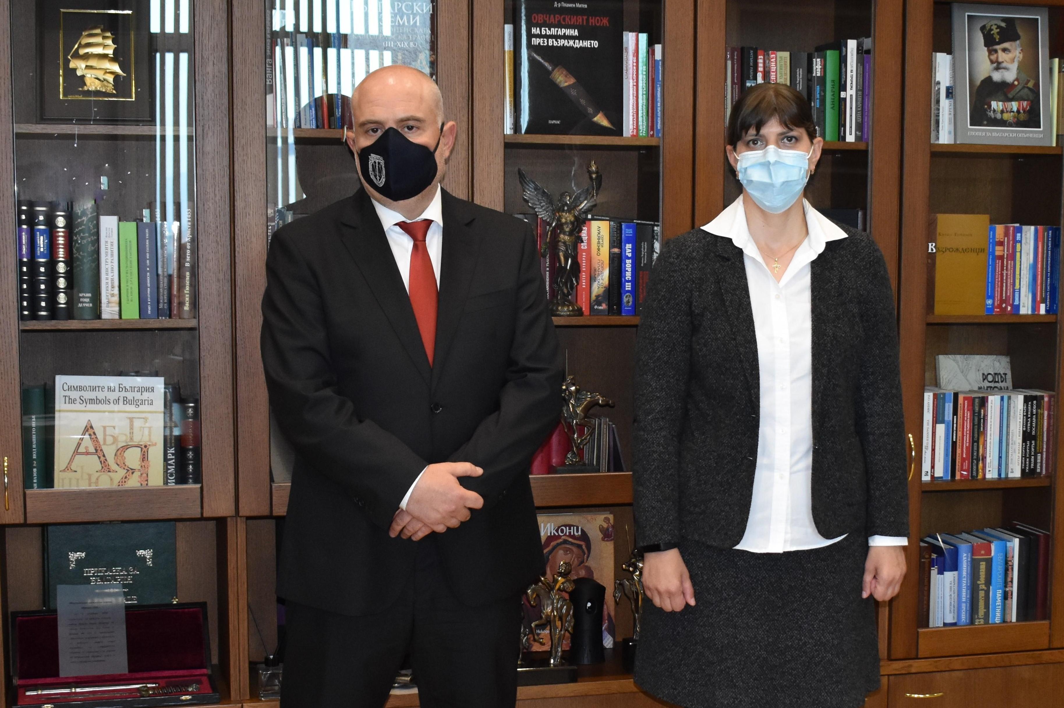 Главните прокурори на България и ЕС се срещнаха в Съдебната палата в София