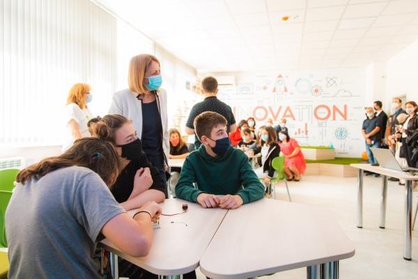 Фандъкова: До края на годината 32 училища в София ще имат STEM кабинети