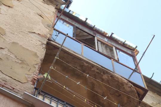 """В столичния район """"Възраждане"""": Мазилка от сграда падна до бременна жена и"""