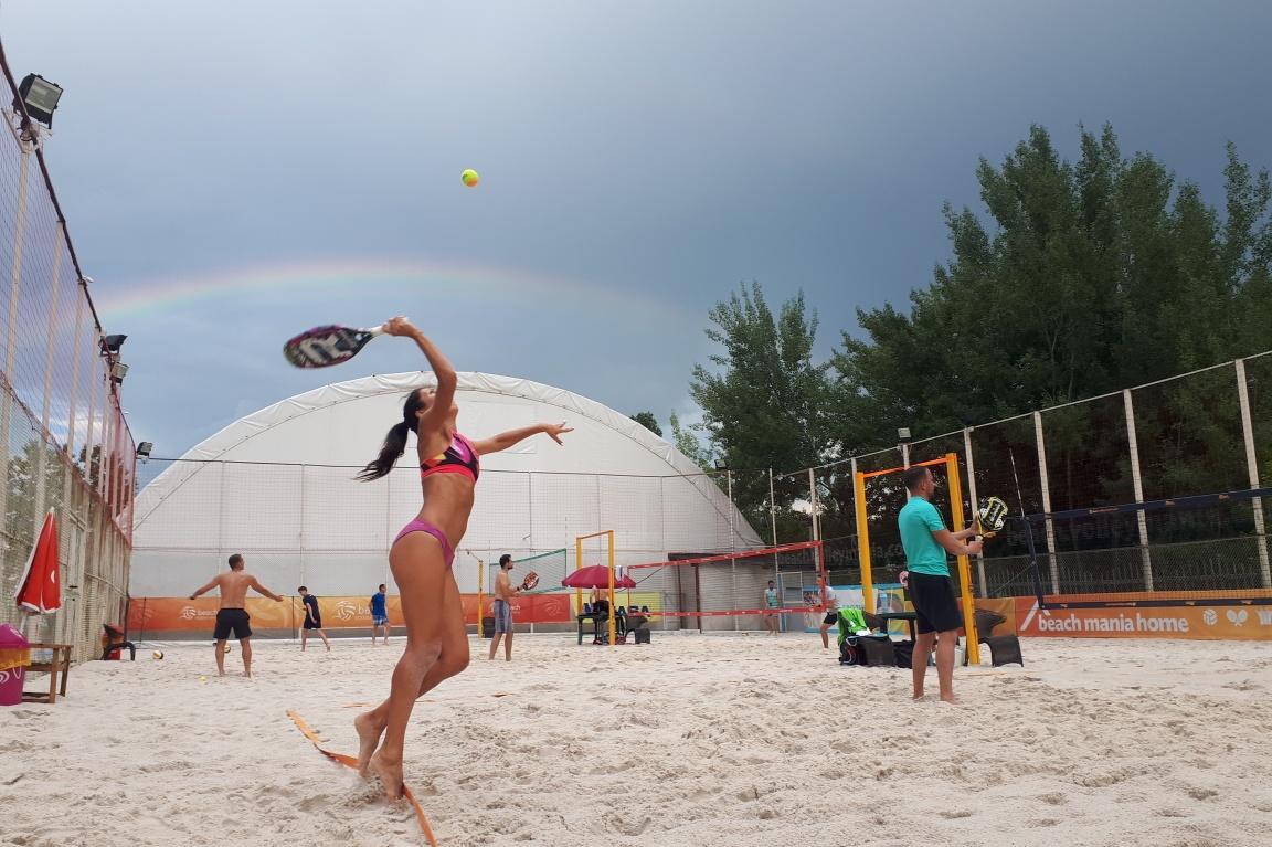 Без море, но с кварцов пясък на игрищата за плажен волейбол и тенис в столи