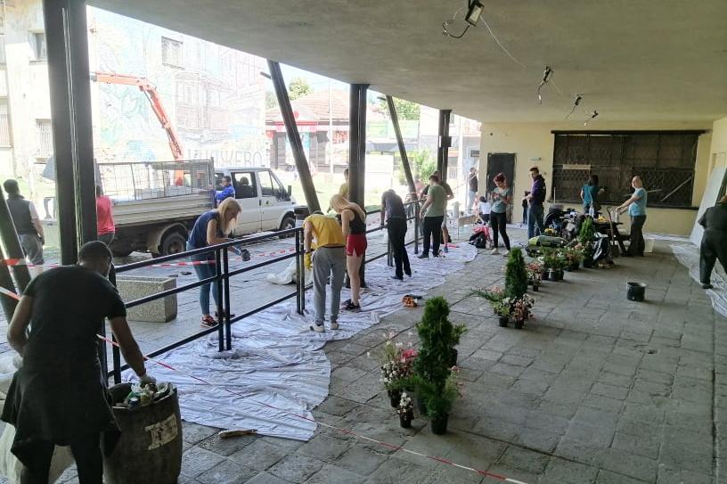 Ремонтът на емблематична спирка в Княжево обедини добротворци от цяла София