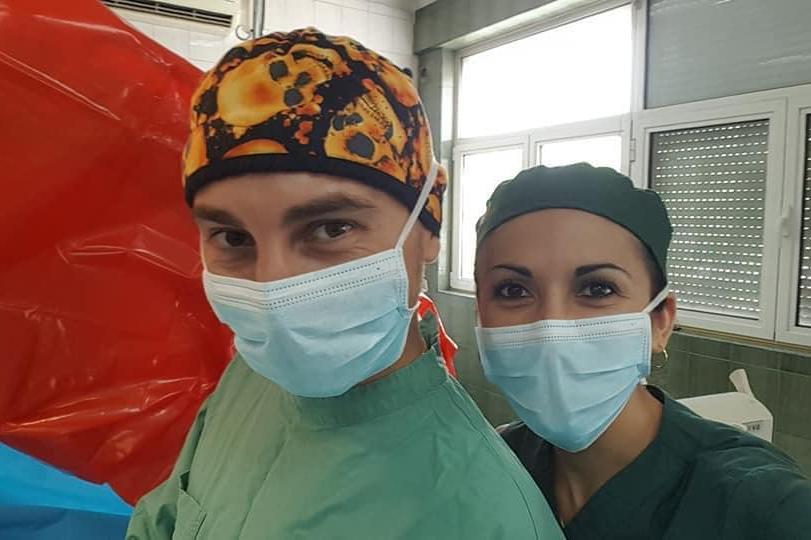 "Горчиво в операционната на ""Пирогов: Неврохирург предложи брак на старша се"