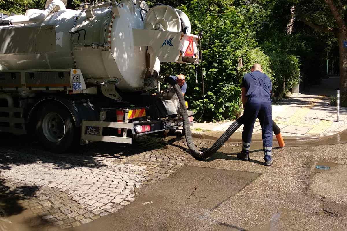 Чистят се дъждоприемните шахти  в 6 столични района