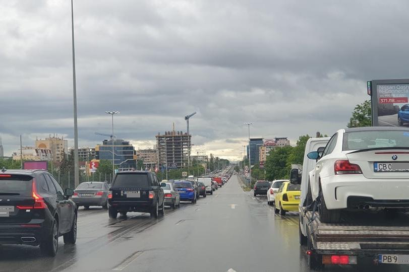 Тежко задръстване по Цариградско, Софийска вода копае на колелето на 4 км