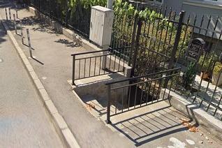"""Преместиха вкопано в тротоара стълбище на ул. """"Горски пътник"""""""