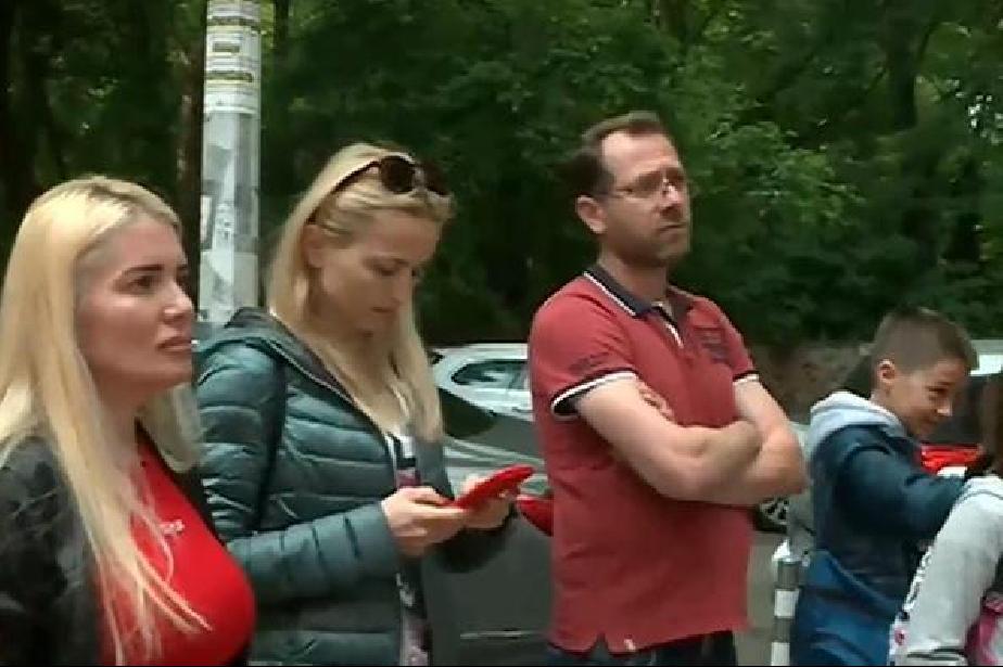 Родители в София протестират за отстранена учителка по математика