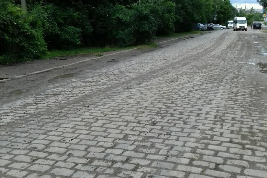 След акт на Столичен инспекторат: Почистиха замърсяване от кални гуми (СНИМ
