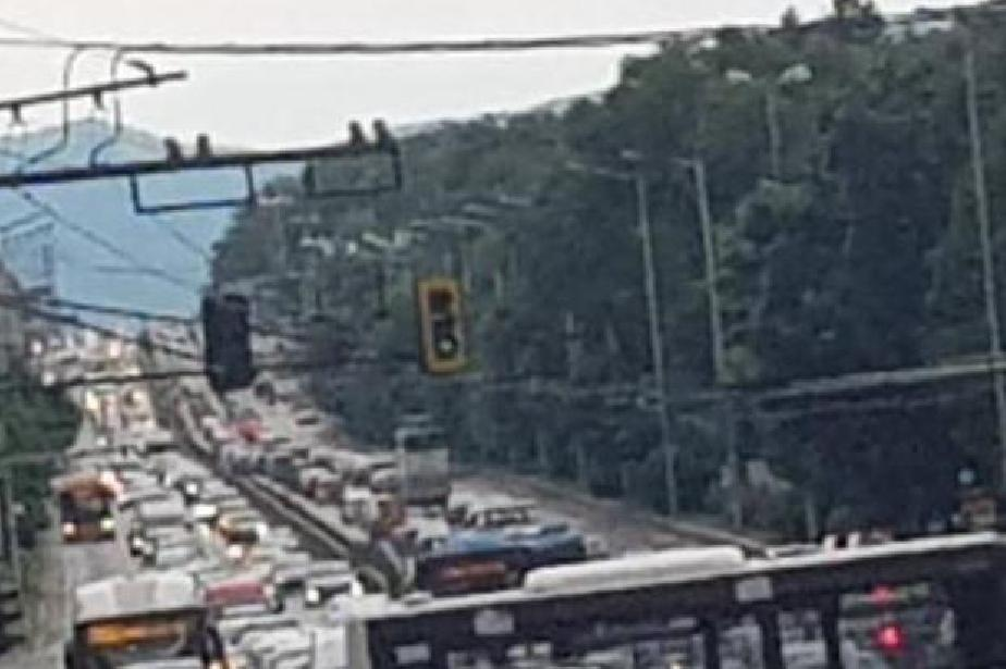 "ПТП блокира движението на ""Цариградско шосе"""