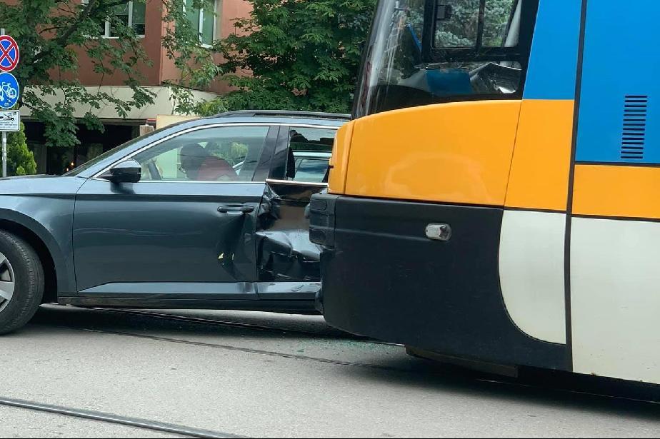 Над 6  леки катастрофи с тролейбуси и трамваи в София