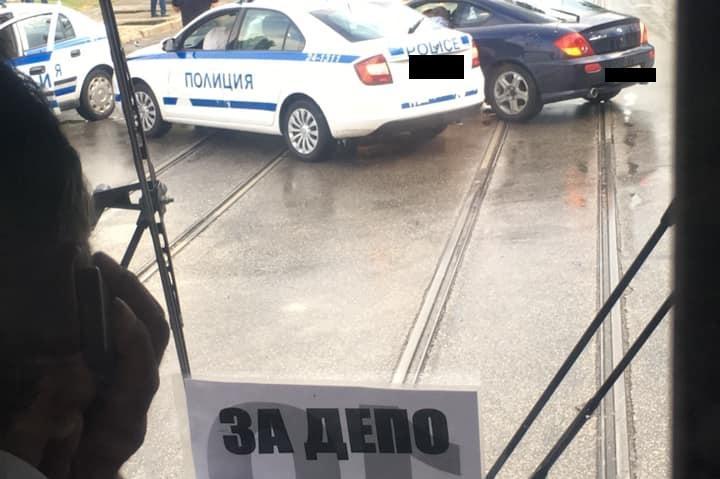 "ПТП на бул. ""Черни връх"" и бул. ""Никола Вапцаров"" затрудни трафика"