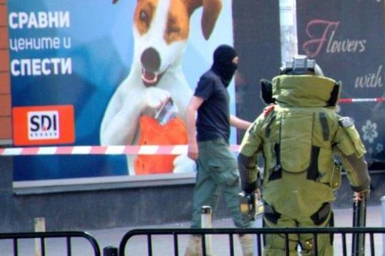 Сапьори от София обезвреждат изоставен куфар в Благоевград