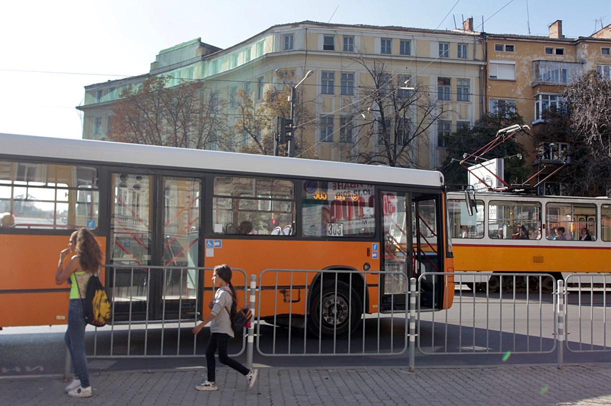 7 автобусни линии в София се движат по-бързо