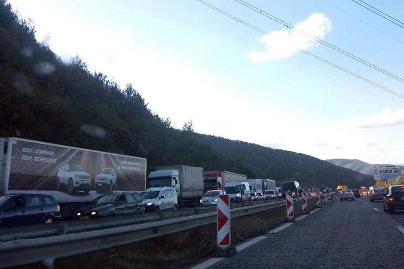 """Неделя и понеделник се ограничава движението по """"Хемус"""" към София на камион"""