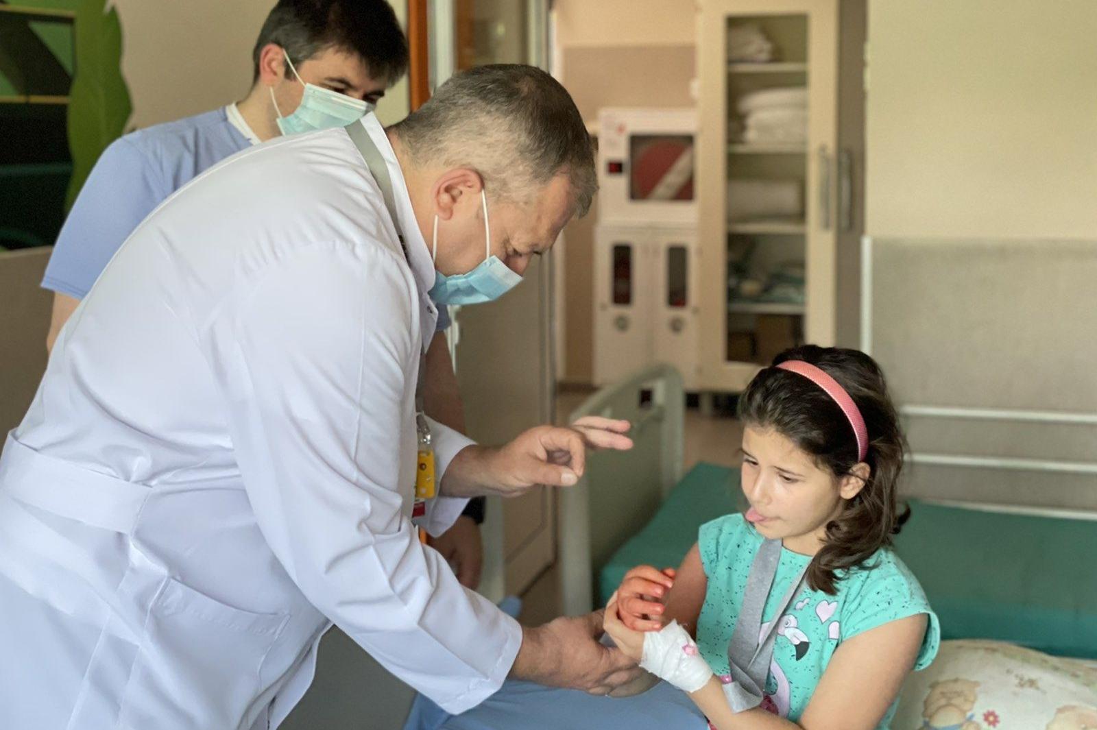 """В """"Пирогов"""" преглеждат безплатно деца с ортопедични проблеми и усложнения с"""