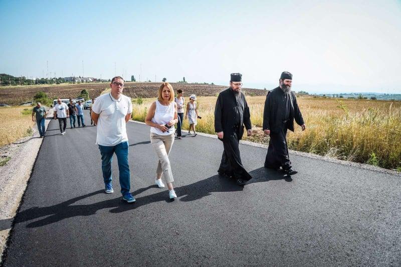 Пътят към Дивотинския манастир вече с асфалт, до края на август ще е завърш