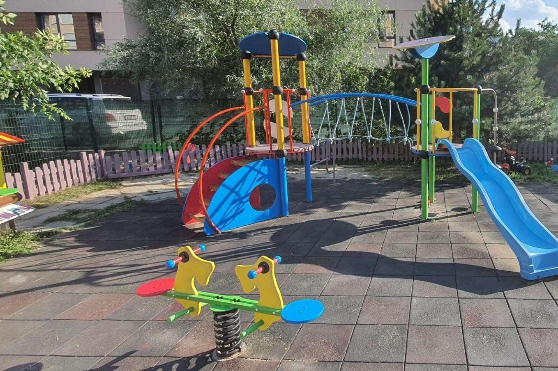 Кандидати от ГЕРБ-СДС в 23 МИР облагородиха детска площадка във Витоша Вец
