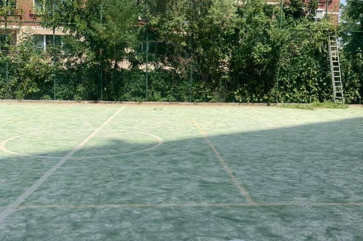 """От Италия пристигна настилката за ремонта на общинското игрище в """"Дианабад"""""""