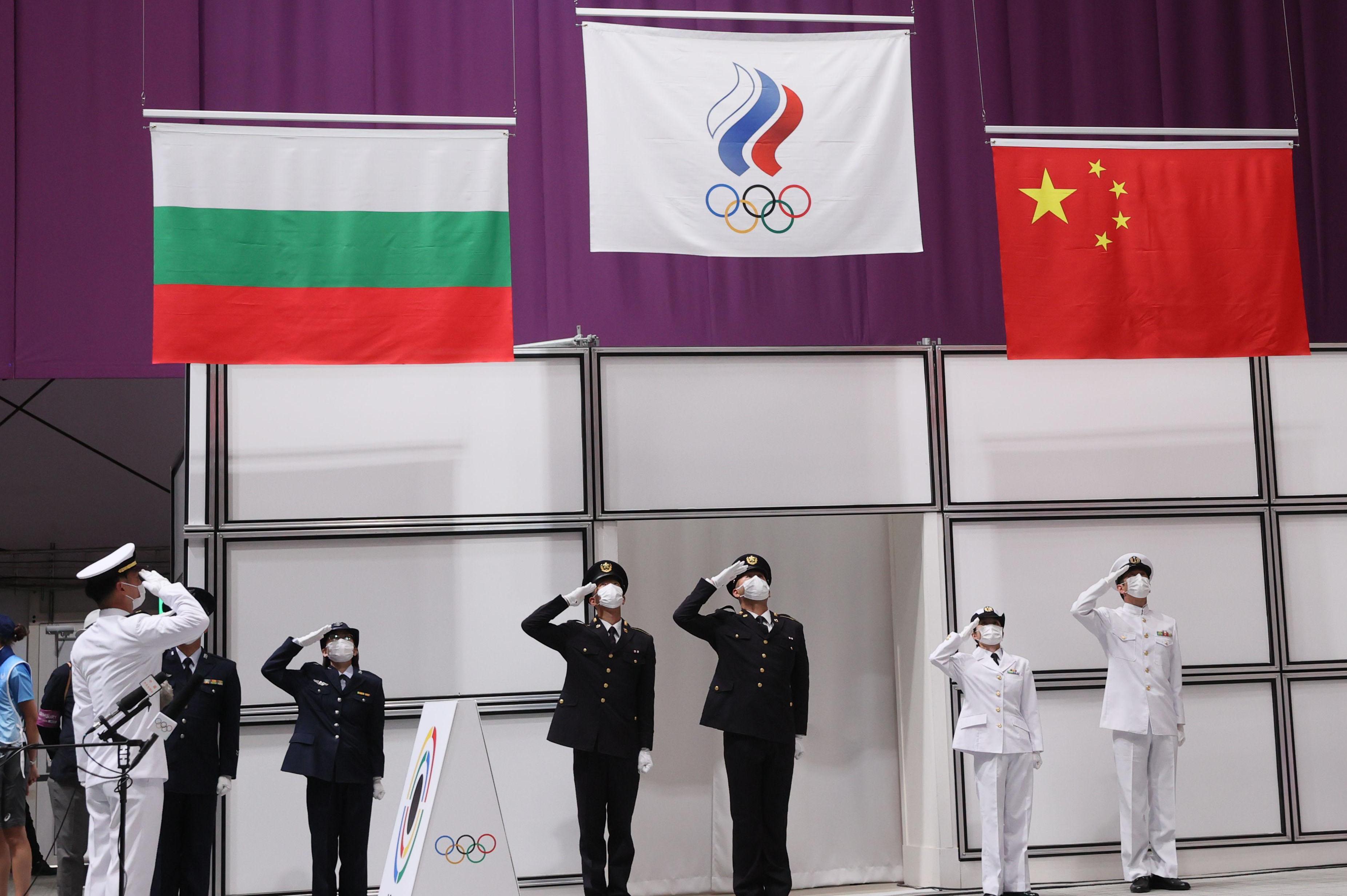 Министър Кузманов аплодира на живо в залата големия успех в токио на Антоан