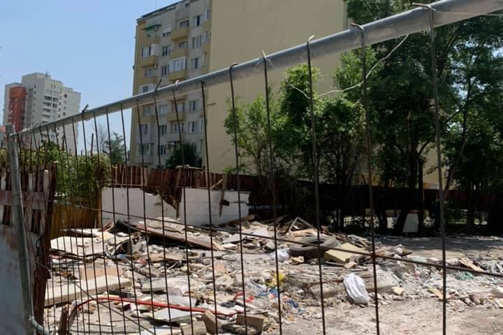 """Разрушени са незаконните автосервизи и складове на ул.""""Св. Пимен Зографски"""""""