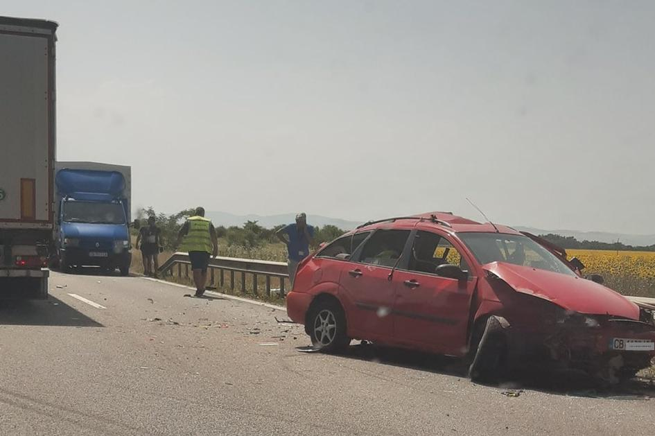 Катастрофа с камион и лека кола на Околовръстното при разклона за Требич