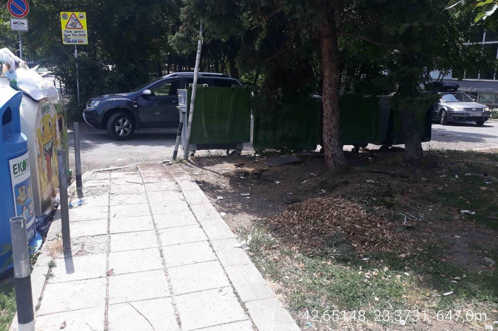"""Почистени са боклуците от ремонт в 10 -то училище в """"Младост"""""""