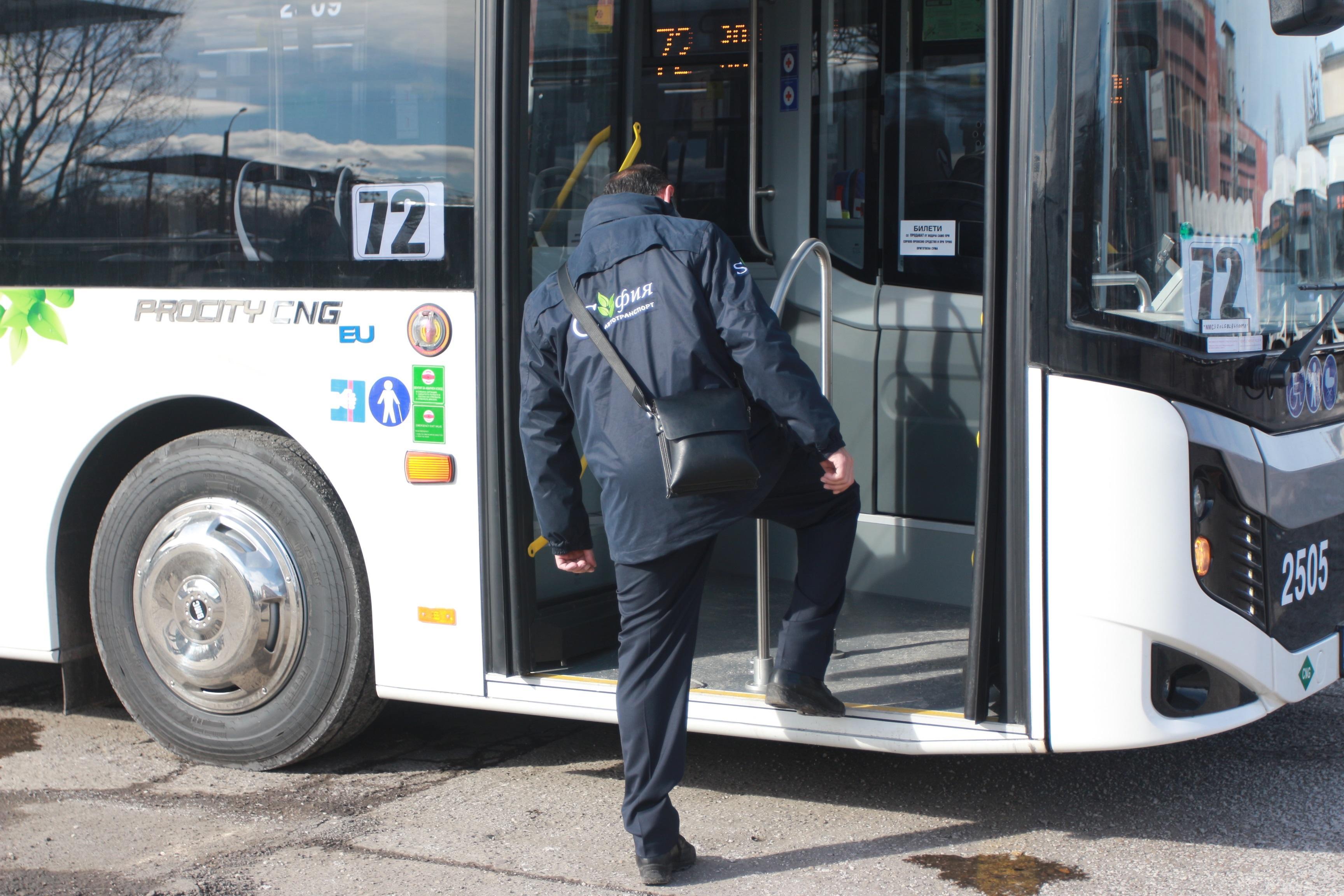 Трима свалени и глобени за неносене на маски в градския транспорт в София