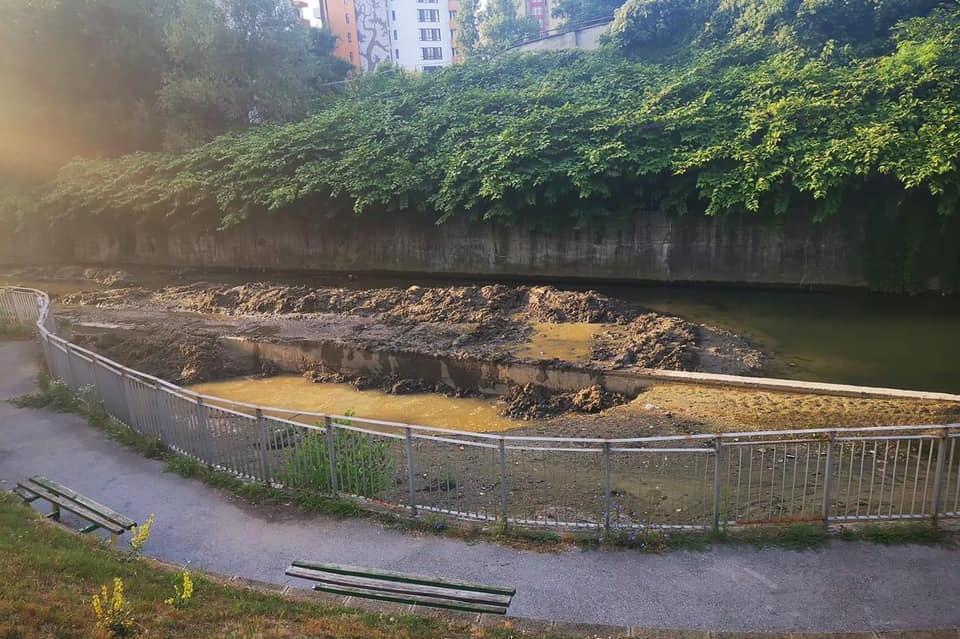 """В """"Изгрев"""" почистват коритата на реките"""