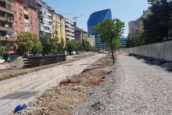 """Монтираха новите релси в отсечката между Руски паметник и бул. """"Христо Боте"""