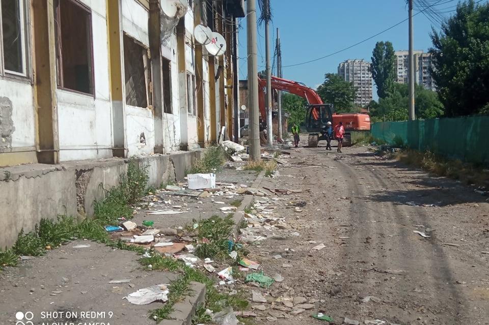 Събарят блокове 7 и 8 от Виетнамските общежития