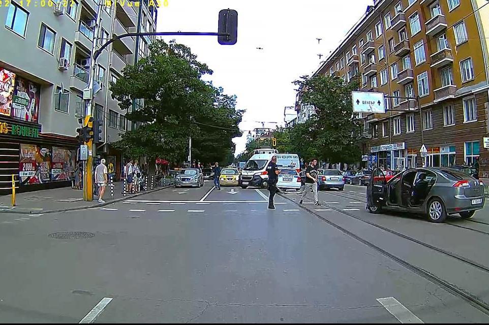 """Катастрофа на бул. Стамболийски"""" спря движението на трамваи  3, 4, 8 и 10"""