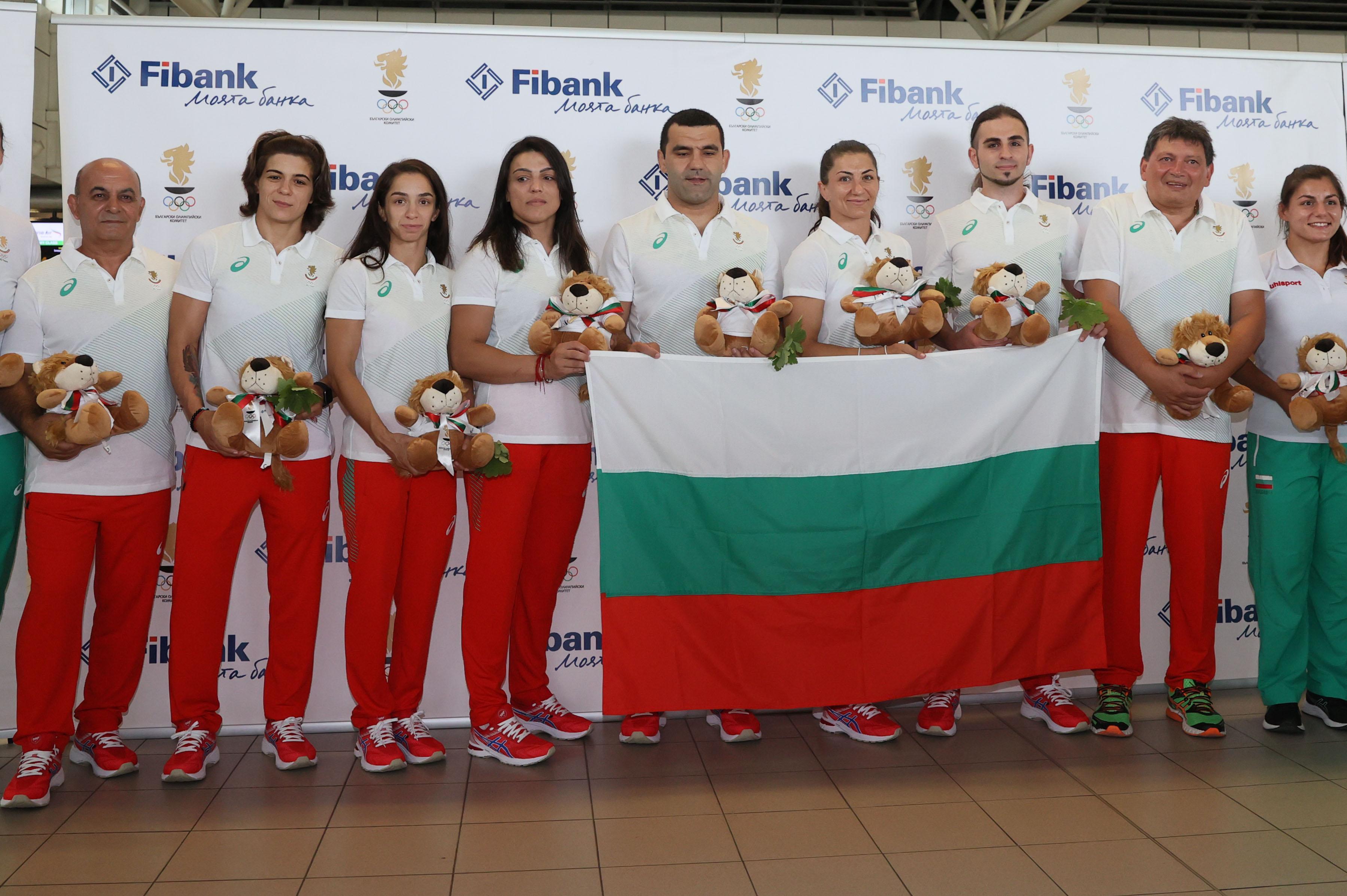С националния флаг и лъвчета за късмет олимпийците отлетяха от София за Ток