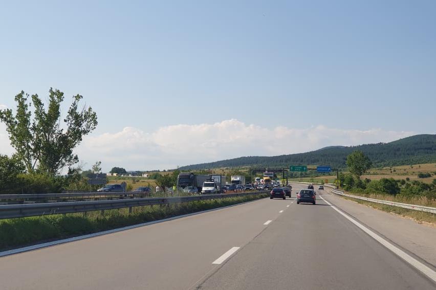 """Катастрофа на камиони затвори """"Тракия"""" към Бургас"""