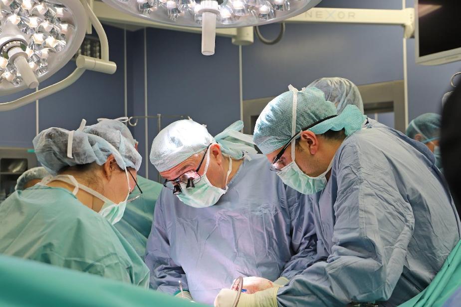 Спешна трансплантация на черен дроб във ВМА спаси 44-годишен мъж