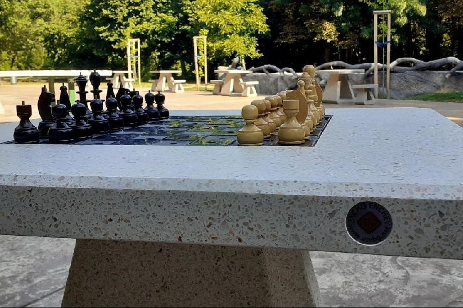 В Северния парк монтираха маса за шах за незрящи
