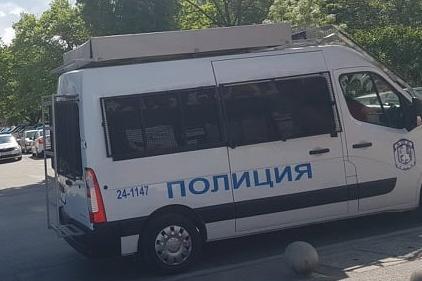 Полицията залови камион с бежанци в Обеля