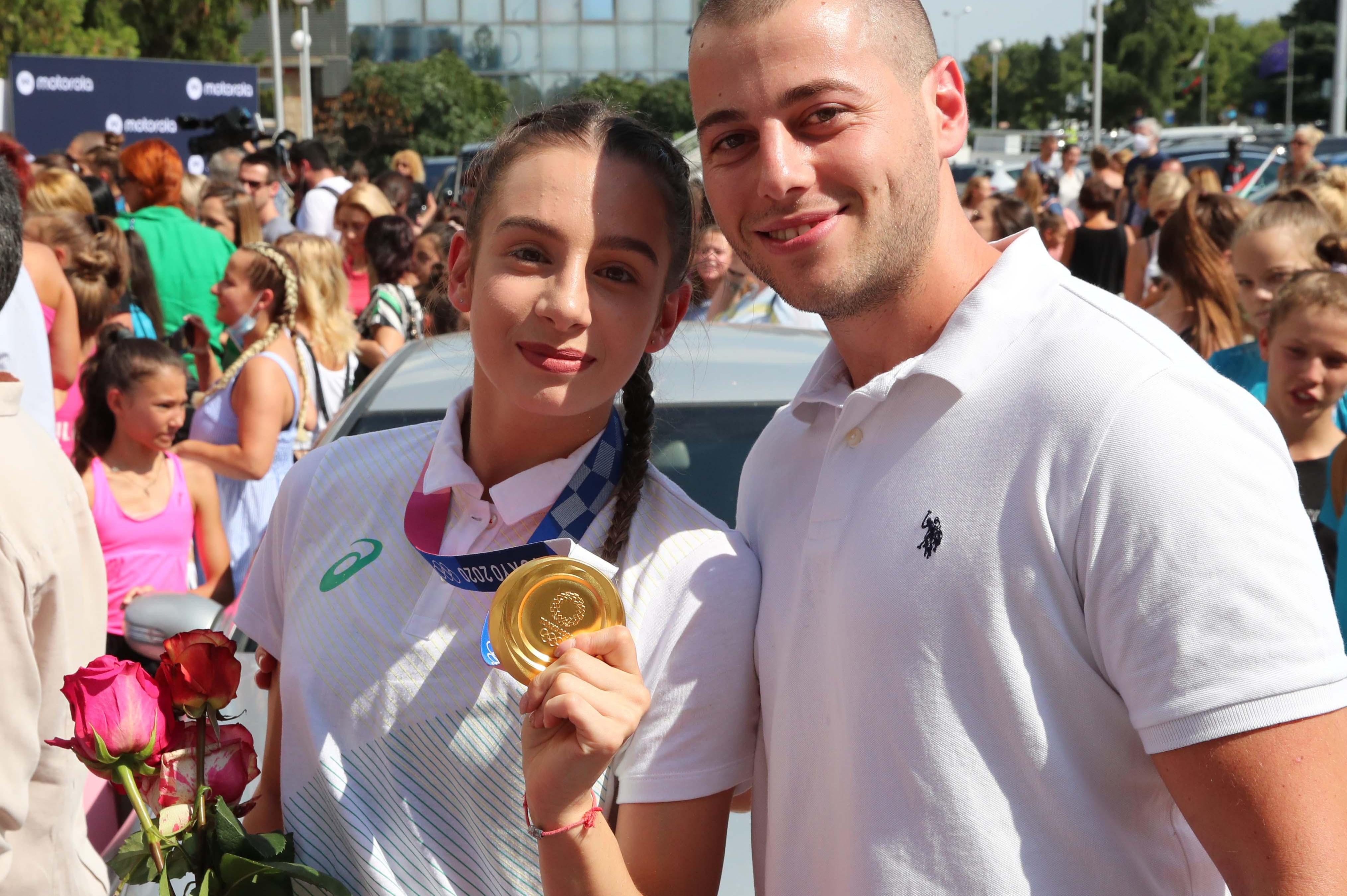 Цената на олимпийското злато: Мадлен Радуканова е играла с фрактура на глез